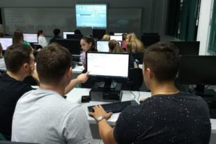 Acadêmicos de Engenharia de Produção da FAI participam de oficina sobre o ERP Pro Manager