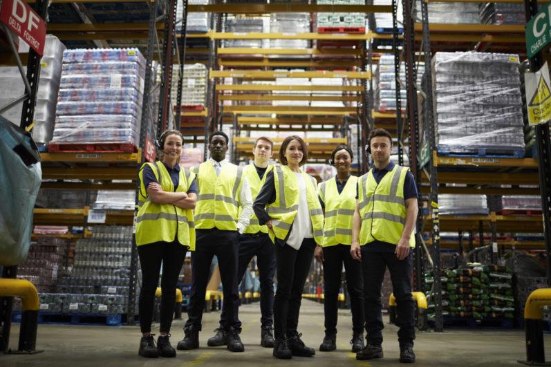Chão de fábrica: 5 dicas para aumentar o engajamento de funcionários na indústria